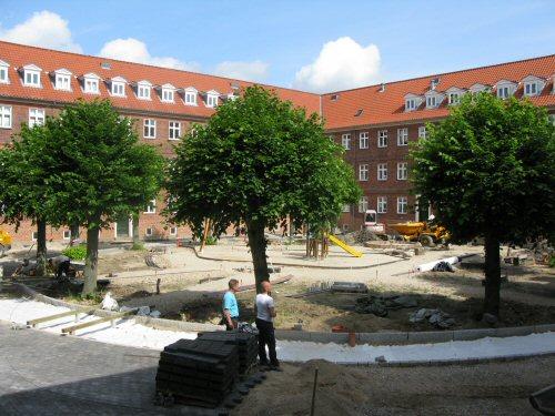Boligforening med nedsivning i faskiner og regnbede på Vilhelm Thomsens Alle - Forside - LAR i ...